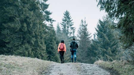 Young couple trekking Lizenzfreie Bilder