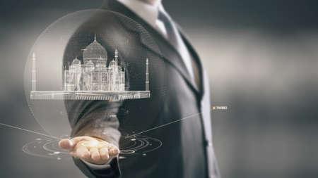 Hombre de negocios en el futuro con la tecnología futurista con hito