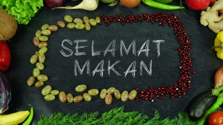 Selamat makan Indonesian fruit stop motion, in English Bon appetit 免版税图像 - 91546490