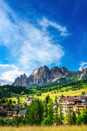 Amazing view on Cristallo Mountains with alpine village on sunny summer day, The Dolomites Mountains, Italy Banque d'images
