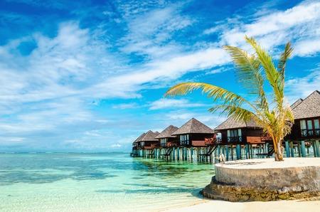 Exotic wooden huts on the water, Maldives Standard-Bild
