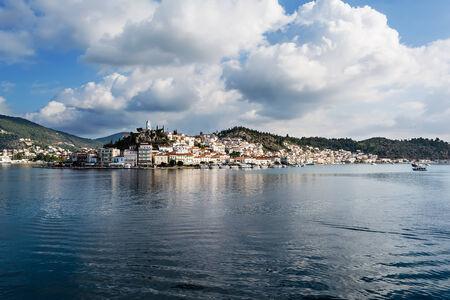 vacance: Grecia, foto panoramica del porto dell'isola di Poros Archivio Fotografico
