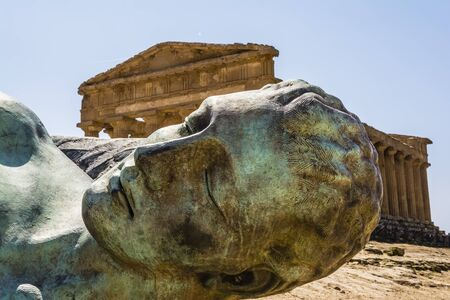 Concordia Temple behind the bronze sculpture of Icarus person of greek mythology  Valley of the temples 免版税图像