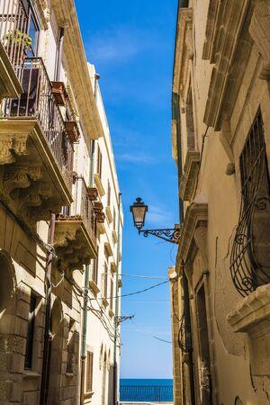 ortigia: Small street at Ortigia - Syracuse, Sicily, Italy