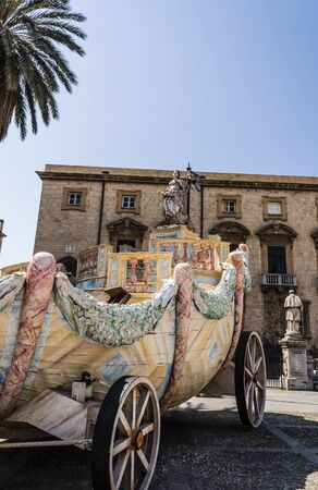 santa rosalia: Wagon santa rosalie of santa rosalia near the cathedral on Palermo, Sicily, Italy