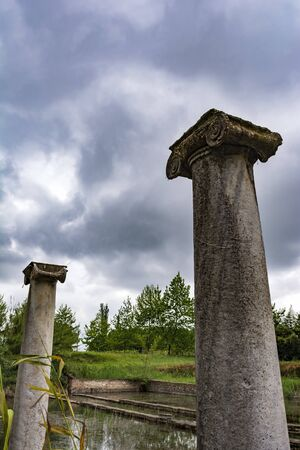 Ancient column ruins in the Dion Archaeological Site at Greece Banque d'images