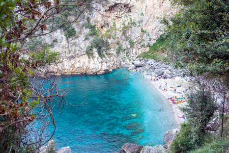 Remote beach named 'Fakistra' at area of Pelion in Greece 免版税图像 - 154753370