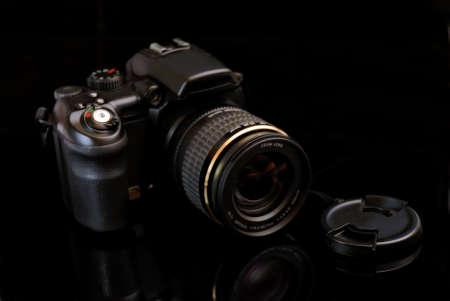 electronic balance: modern profesionalny camera SLR on the black background
