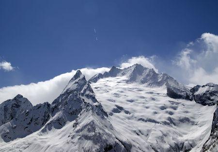 cocaina: Montagne del Caucaso nella nube. Dombay. Ine di picco.