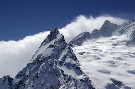 cocaina: Montagne del Caucaso. Dombay. Ine picco. Close-up.