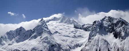cocaina: Monti del Caucaso di panorama. Dombay. Ine picco.