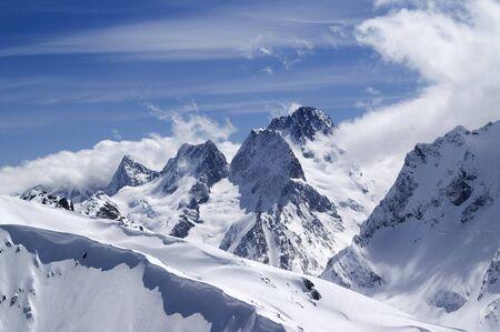 monta�as nevadas: Las monta�as del C�ucaso. Dombai. Vista desde la parte superior de la Musa Achitara.