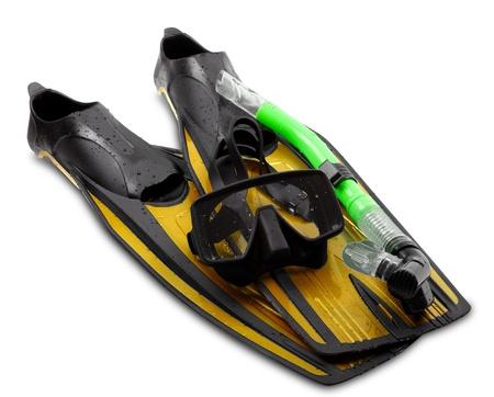 flippers: M�scara, tubo y aletas de buceo de engranajes en el fondo blanco
