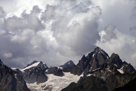 svaneti: Monta�as en Georgia tormenta Monta�as del C�ucaso, Svaneti