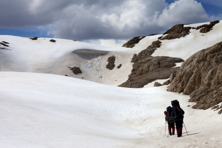 capped: Two hikers on snow plateau  Turkey, Central Taurus Mountains, Aladaglar  Anti-Taurus , plateau Edigel  Yedi Goller   Stock Photo