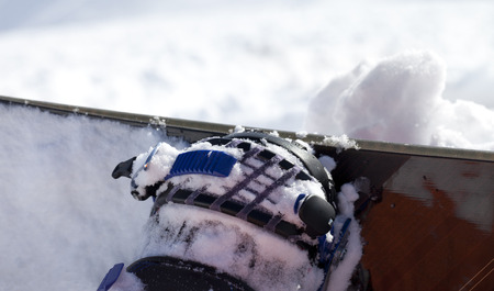clasp feet: Snowboard and boot in binding on off-piste slope. Close-up view. Stock Photo