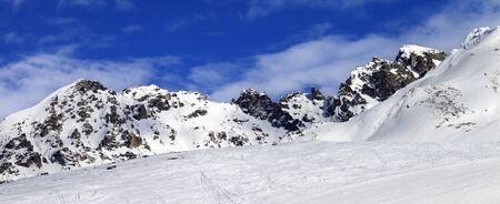 Panoramic view on snowy ski slope at sun winter day. Tetnuldi, Caucasus Mountains, Svaneti region of Georgia. 版權商用圖片