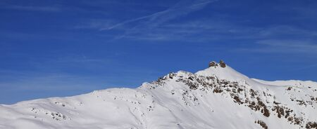 Snowy ski slope at high winter mountains and sunlit blue sky. Italian Alps. Livigno, region of Lombardy, Italy, Europe. Panoramic view. Standard-Bild