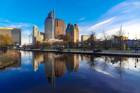 Den Haag, Den Haag, de horizon van het stadscentrum met een heldere mooie blauwe hemel, Nederland
