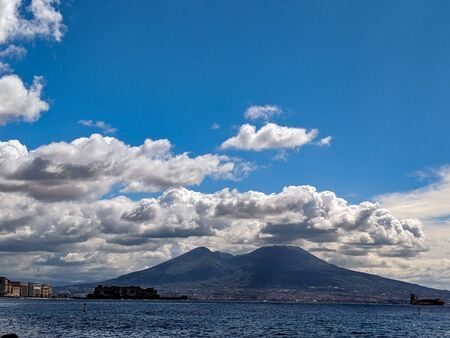 Mount Vesuvius and the Gulf of Naples on a cloudy day. 스톡 콘텐츠