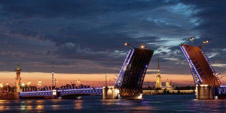 离婚宫殿桥。白夜。圣彼得堡,俄罗斯