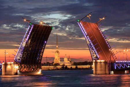 Divorced Palace Bridge. White Nights. Saint Petersburg, Russia 스톡 콘텐츠