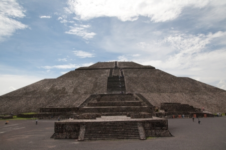 Pyramid of the Sun (second largest in the New World after the Great Pyramid of Cholula) in Teotihuacan (Teotihuacán), archaeological site in the Basin of Mexico,with the largest pyramidal structures from pre-Columbian Americas. July 29th, 2010 에디토리얼