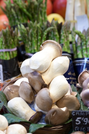 Mushrooms and asparagus in the back at La Boqueria market in Barcelona Stock Photo - 11755592