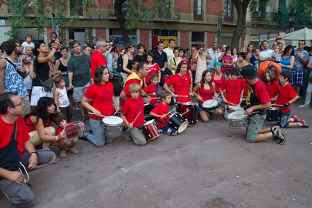 BARCELONA - AUGUST 21: Traditional drums band (gralla) in the Gracia Festival 2011 (La Festa Major de Gracia 2011) on August 21, 2011 in Vila de Gracia, Barcelona, Spain Stock Photo - 11828948