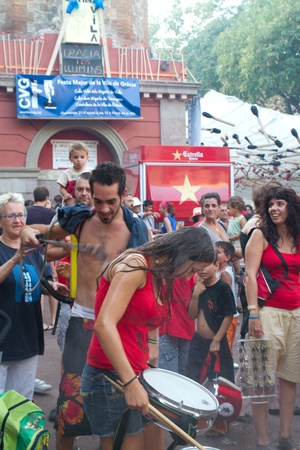 BARCELONA - AUGUST 21: Traditional drums band (gralla) in the Gracia Festival 2011 (La Festa Major de Gracia 2011) on August 21, 2011 in Vila de Gracia, Barcelona, Spain Stock Photo - 11829499