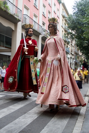 fiestas: BARCELONA - JULY 17: Giants and big heads (Gigantes y Cabezudos) in Festa Major del Raval Festival on July 17, 2011 in Raval, Barcelona, Spain