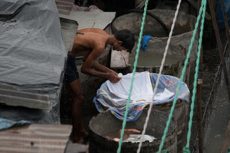 dhobi ghat: MUMBAI - JUNE 24: People at Dhobi Ghat, the world Editorial