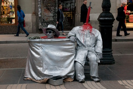 ramblas: BARCELONA - MAY 14: Mimes and Characters on Ramblas, Barcelona, Catalunia, Spain on 13 May 2010.