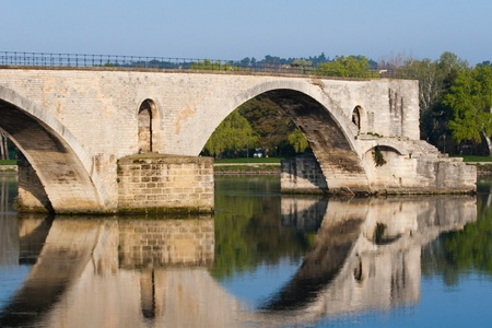 spanned: Pont d�Avignon  Pont St-B�nezet , built between 1171 and 1185, originally spanned Rh�ne River between Avignon and Villeneuve-l�s-Avignon, Provence, France