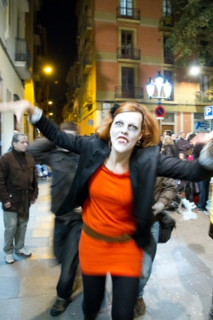 peo: BARCELONA - FEBRUARY 18  Night view of peo - FEBRUARY 18  People in Carnival parade, part of Carnival in Barcelona, a 103 year old tradition in Barcelona organized by the  Comissi� C�vica del Carnaval de Barcelona   Barcelona Civic Commission on Carnival