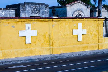 vieja: HAVANA - APRIL 27, 2016: Buildings in Old Havana (Havana Vieja)