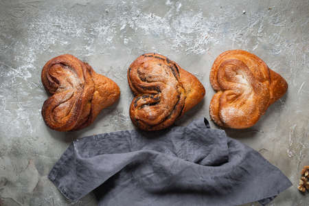 Sweet Soft Buns Puff pastry bun with custard, raisins Stockfoto