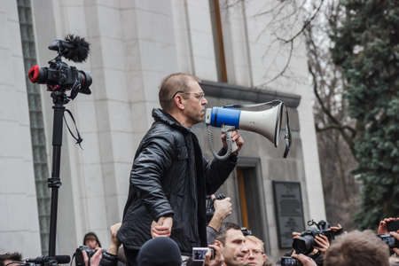 oppositional: Kiev, Ukraine - on February 22, 2014  speech of the oppositional deputy Pashinsky on meeting near the Supreme Council