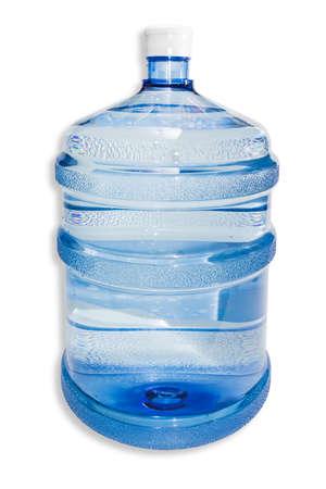 tomando agua: Ampliaci�n de pl�stico transparente bombona, capacidad 5 galones (19 litros o), para enfriadores de agua con agua potable sobre un fondo claro. Aislamiento. Foto de archivo