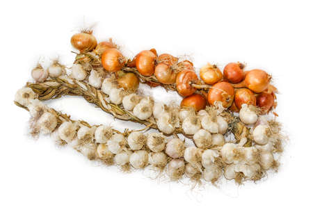 granja: Bundle of onions and garlic, wattled in the form of a wreaths on a light background. Isolation. Foto de archivo