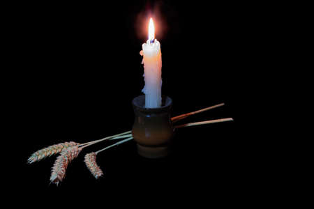 honour: Candle and three ears of wheat to honour those who perished in the Holodomor in Ukraine in 1932–1933. Against a dark background