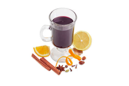 mulled wine spice: Mulled wine in glass mug and mulling spices for its cooking on a light background