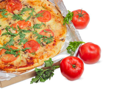 potherb: Fragment of the cooked round pizza with tomatoes, mushrooms and arugula wrapped in aluminum foil in the open cardboard box and three fresh tomatoes beside on a light background
