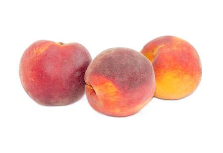 白い背景の上の 3 つの熟した新鮮な桃 写真素材