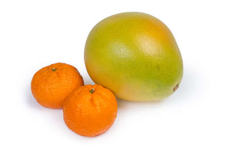 Whole ripe pomelo fruit and two mandarin oranges on a white background 스톡 콘텐츠 - 114583157