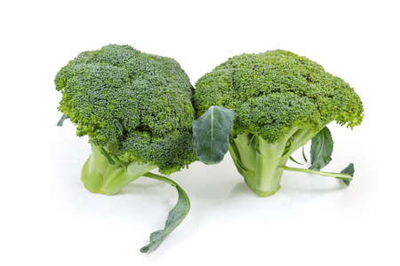 Two heads of the fresh broccoli close-up on a white background Banque d'images - 124065398
