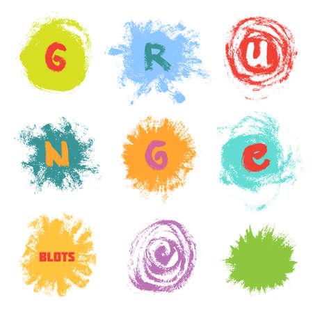 Conjunto de brillantes manchas de pintura multicolores y letras sobre fondo blanco