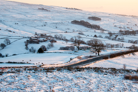 english countryside: Snow on the English countryside