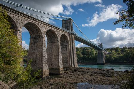 thomas stone: A view of the historic Menai suspension bridge spanning the Menai Straits, Gwynnedd, Wales, UK.