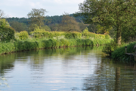 Caldon-kanaal op een warme de lentedag, Staffordshire